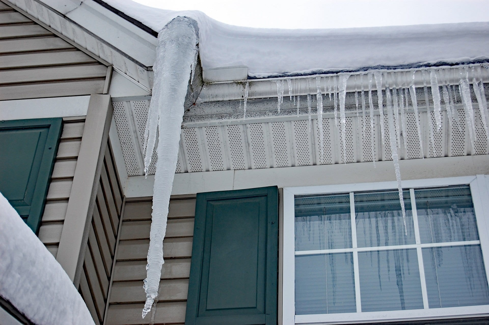 Calgary-roofing-specialist-Ice-damage-gutters-ice-dam-prevention